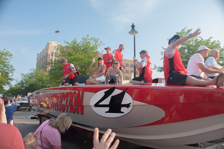 Hundreds of Visitors and Residents Line Franklin Street for Boat Parade